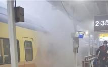 台鐵「自強號」突冒濃煙 乘客需緊急疏散