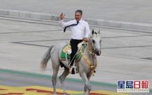 土库曼国庆30周年阅兵 总统骑马主持检阅