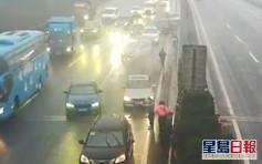 浙江私家車高速公路突切綫 引發18車相撞事故