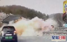南韩老司机失控直撞400年古迹 3秒间倒塌几乎全毁