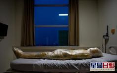 印尼攝影師拍下膠膜包裹染疫者屍體照片 警醒人類勿輕視新冠疫情