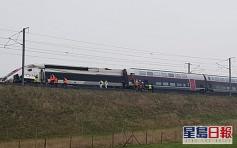 法国TGV往巴黎高铁列车出轨 至少21人受重伤