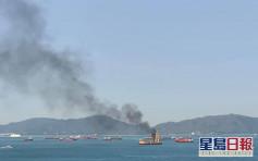 昂船洲趸船起火浓烟冲天 消防救熄无人伤