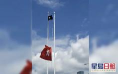 【七一回歸】示威者金紫荊廣場掛「黑區旗」 原有區旗「下半旗」