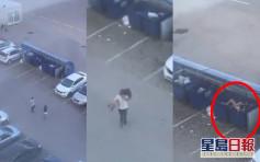 被追罵忍無可忍 俄男抱起女友扔進垃圾桶