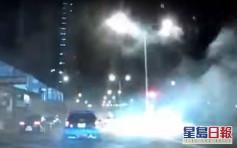 【有片】車隊衝紅燈 火炭馬路上大放煙花「開年」