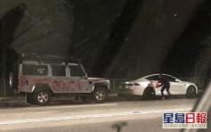 屯門11私家車遭噴漆刑毀 3男被捕