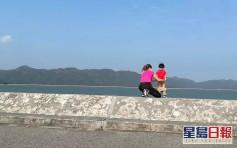 【維港會】人有三急男孩大尾篤湖邊屙尿 旁邊媽媽讚「痾得好」