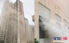 秀茂坪晓丽商场餐厅起火 冒出大量浓烟