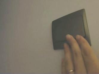 「工人房」內設有燈掣。網上影片截圖