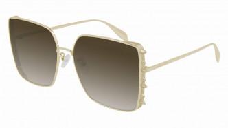 Alexander McQueen今季的新品/$31,70,主打在鏡框運用大小不一的窩釘細節,彰顯力量與脫俗品味的主題。(Alexander McQueen)