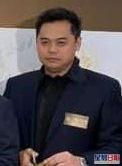 廣告商Sam係人夫兼傳有同居女友羅彩玲。