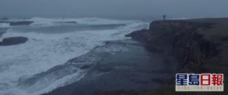 一個人在崖邊自轉,呢幕印象好深刻。