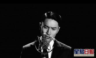MV中,Jason一身復古歌手打扮,以歌聲來說故事。