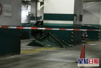 两死者遗体已移往停车场。 梁国峰摄