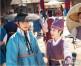 安孝燮拍《紅天機》扮盲遇困難金裕貞棄形象戴太陽帽開工